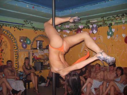 Ночной клуб Black Cat был открыт в начале 90-х, когда Вашингтон. . Учредит